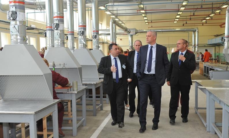 Министърът на икономиката Божидар Лукарски открива реновирани цехове във ВМЗ - Сопот